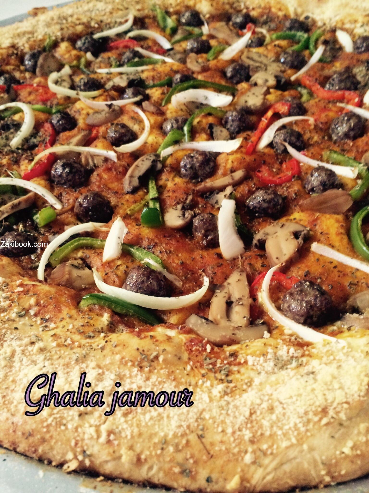 بيتزا محشية الاطراف - Cheese Stuffed Crust Pizza