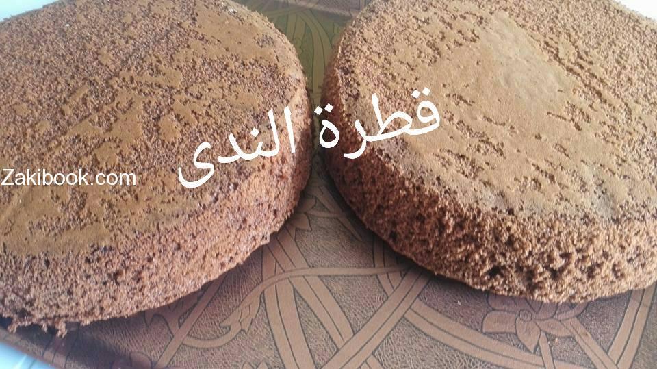 الكيكة الاسفنجية بصراحة روعة والتزيين بكريمة الزبدة