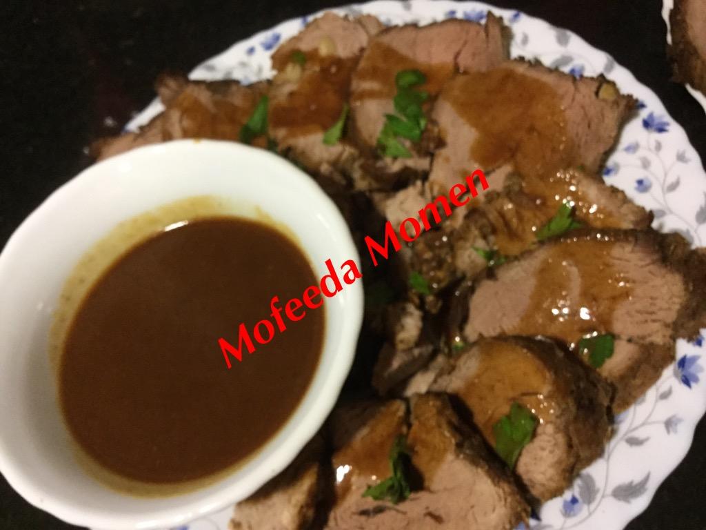 لحم ستيك بالصوص او الروز بيف او اللحم البارد