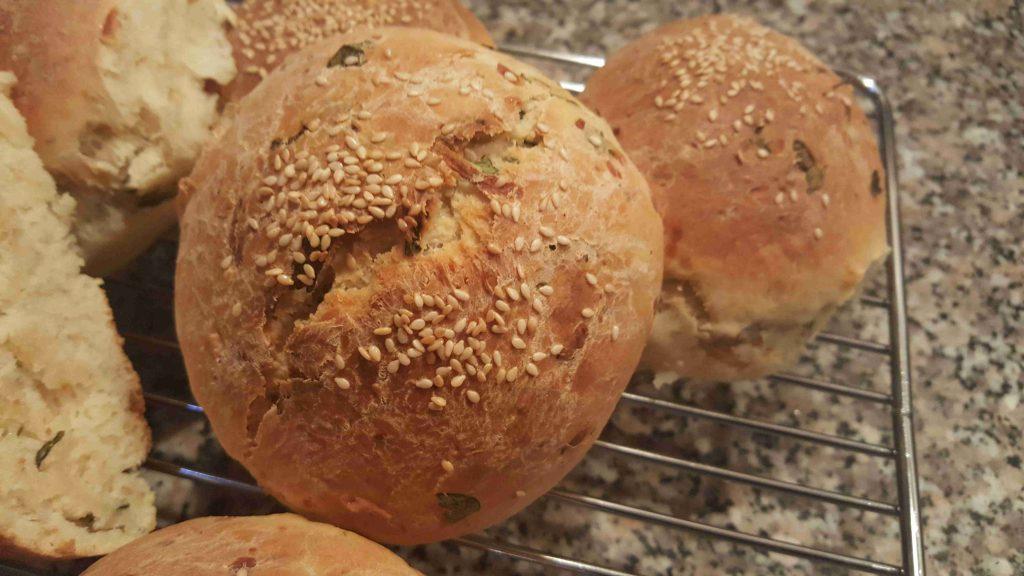 خبز بالجبن والاعشاب
