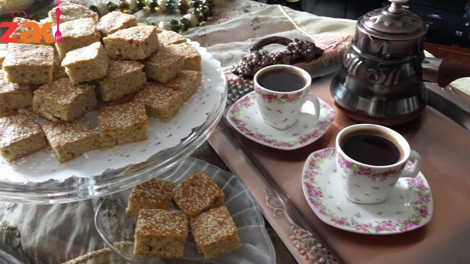 بسكوتاتي بالسمسم واليانسون ولا أطيب من هيك مع فنجان قهوة أو كاسة شاي