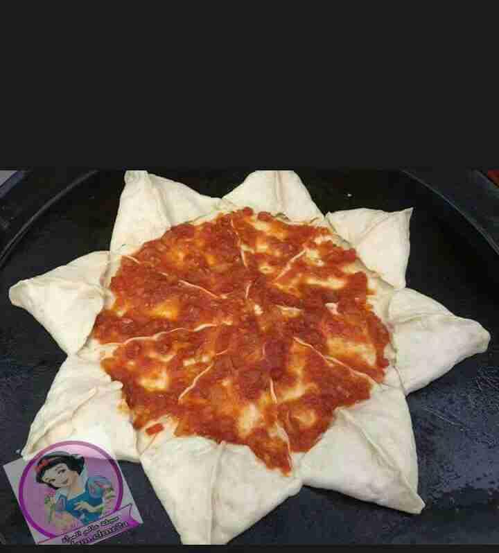 بيتزا محشية الاطراف وبالخطوات المصورة