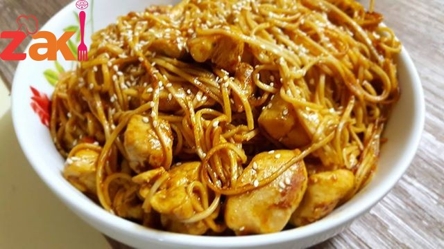 نودلز طبق تايلندي يميي