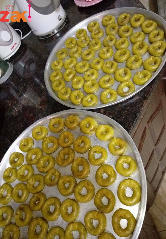 مبارح عملت كعك بالتمر بلدي بزيت الزيتون اللي بدها الطريقة تكتب كلمة زاكي في تعليق