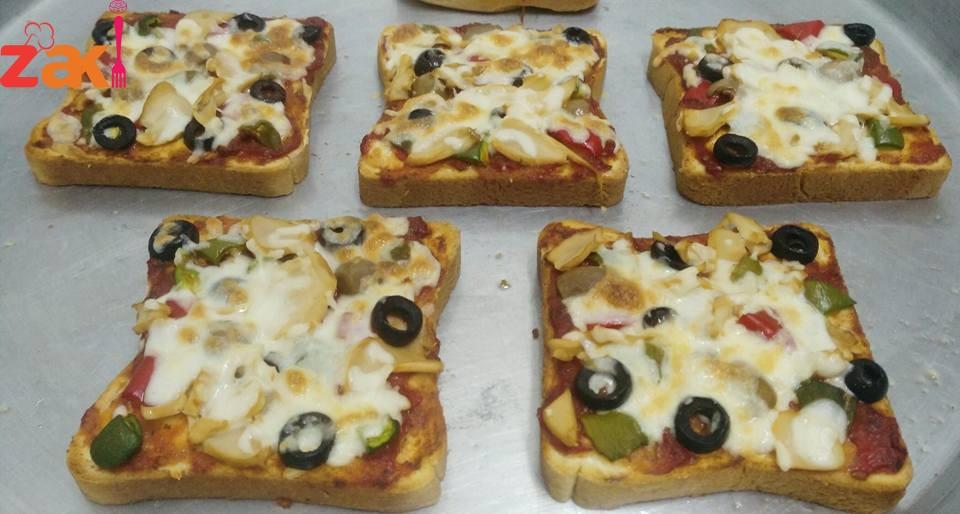 بيتزا سريعة بخبز التوست اكتبي تم وبتصلك الوصفة لعندك
