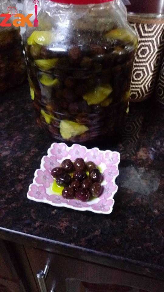 طريقة عمل الزيتون الاسود بالزيت