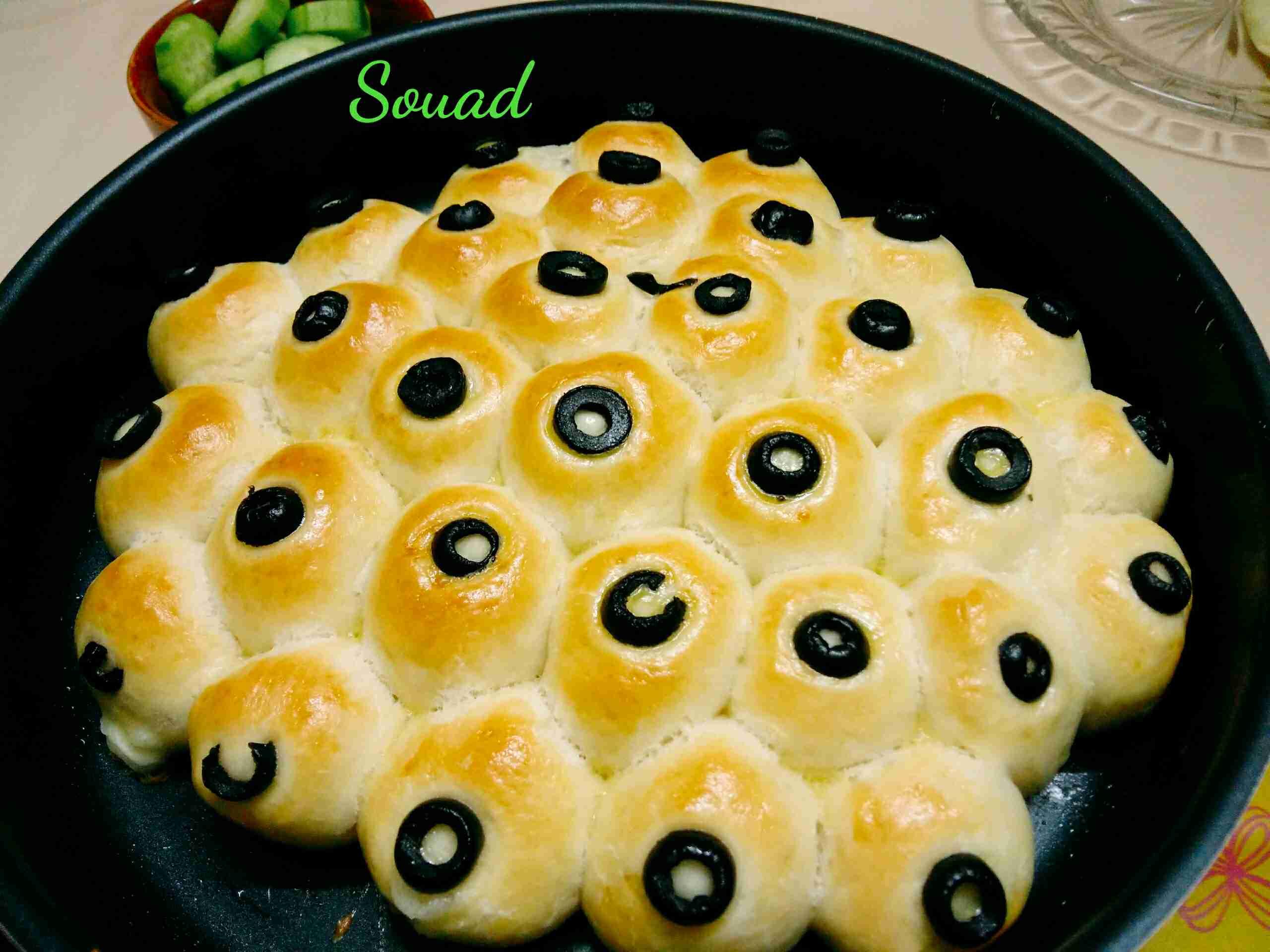 خلية نحل بالجبن والزيتون بعجينة هشة ورائعة تابعوا الطريقة معي انا صديقة زاكي الشيف souad hosna