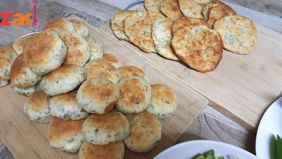 طريقة عمل الخبز بالزعتر