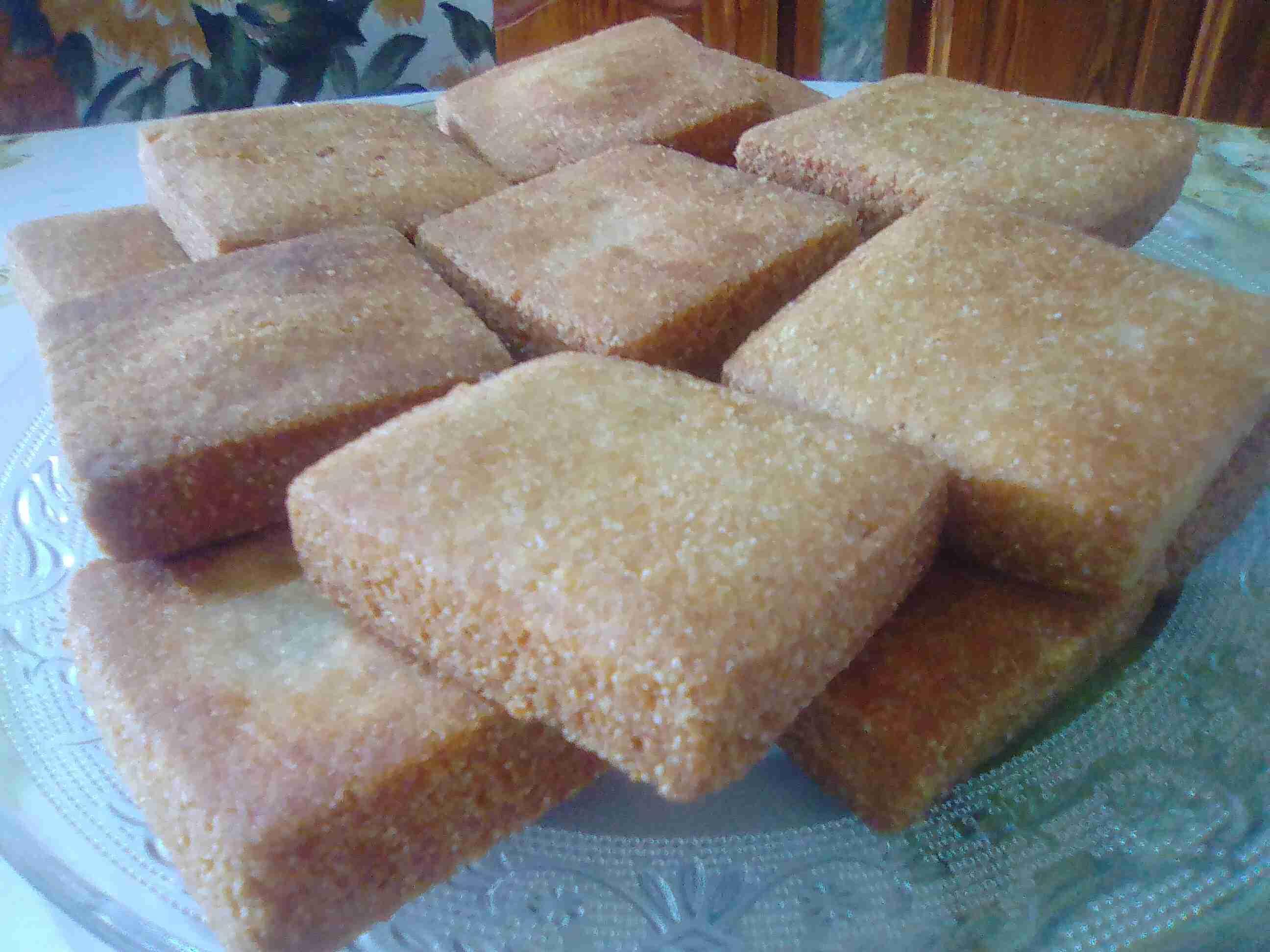 """مسابقة أكلات ماما """"المثقبة أو المبسس"""" نوع من المعجنات الجزائرية التقليدية"""