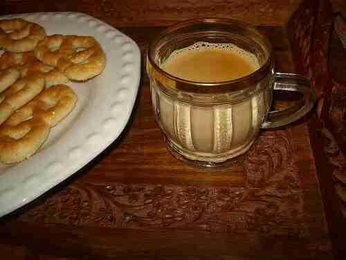 شاي كرك مع غرور أم عبدالعزيز