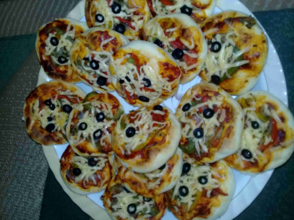 ميني بيتزا 🍕🍕🍕