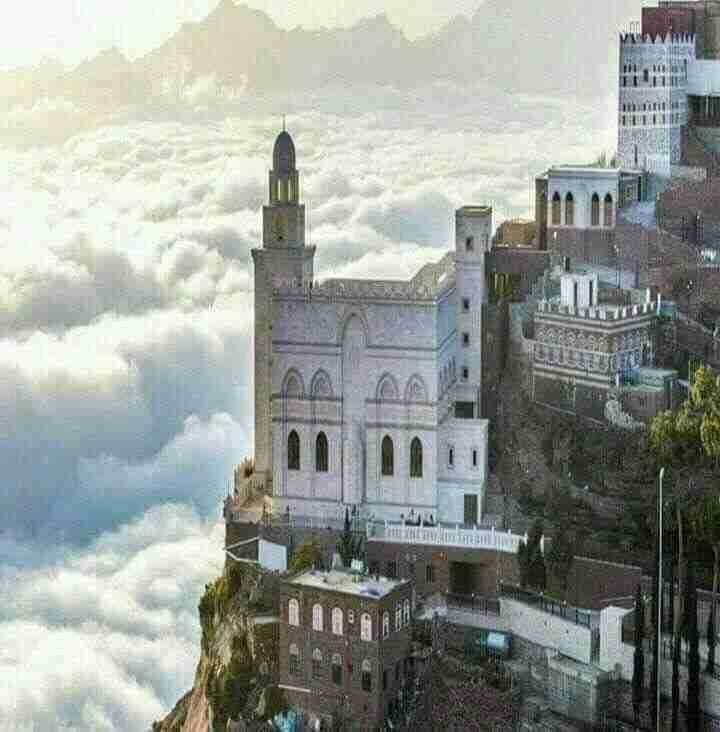 قرية في اليمن فوق السحاب