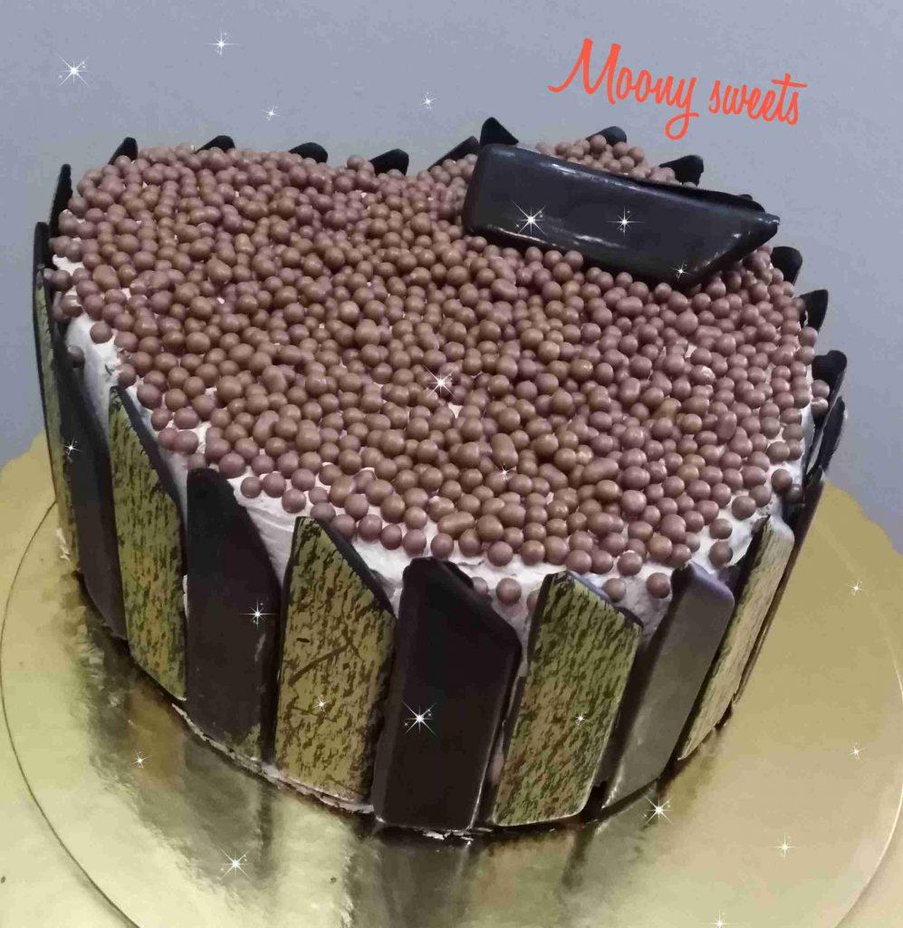 كيكة الشوكولاته بحشوة النوتيلا ومغلفة باصابع الشوكولاته
