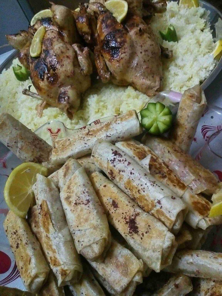 دجاج محشي ورولات مسخن