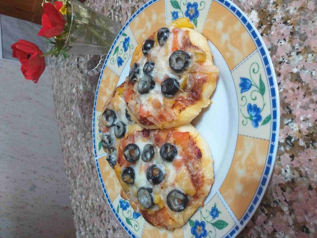 الذ وافضل طريقة عمل المينى بيتزا مع العجينه الهشه ولذيذه
