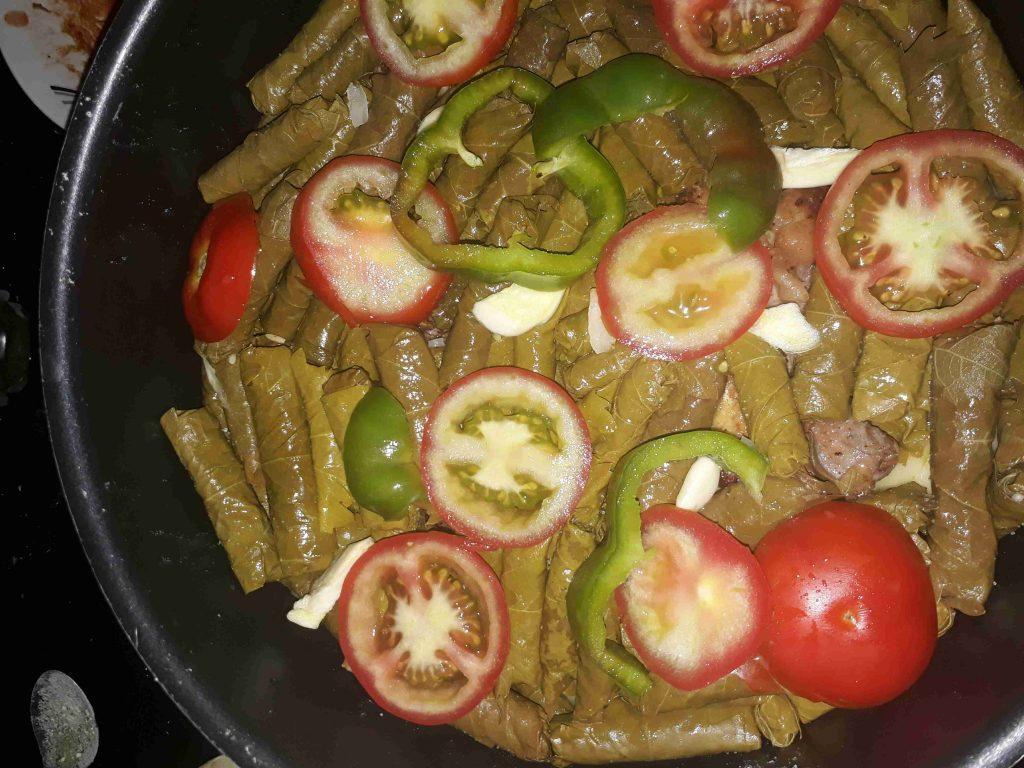 فطورنا اليوم دوالي خضرا و بطاطا محشية وشوربة بطاطا كيكة الحليب و الشوكولاتة ع طريقة الشيفSouad Hosna