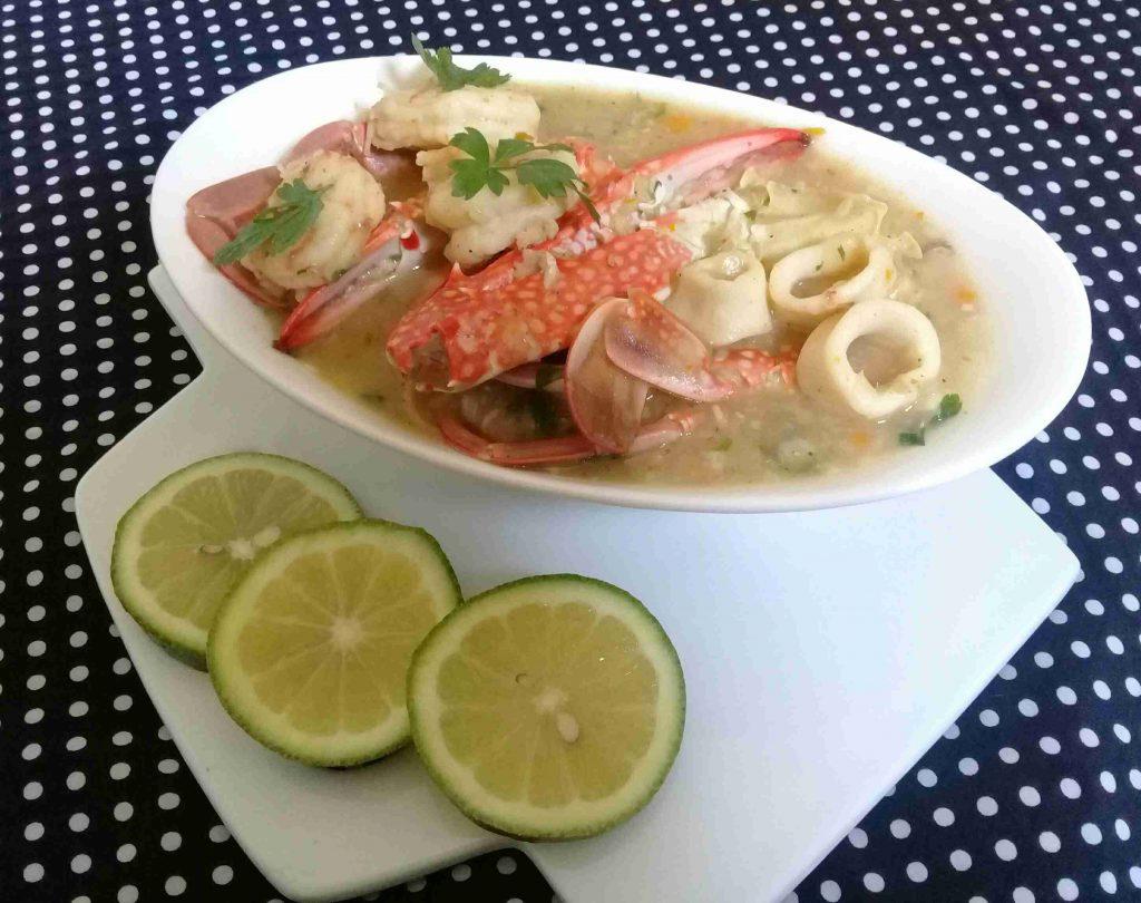 شوربه السى فود لعشاق المأكولات البحريه سلسله أكلاتي الصحيه ١٥