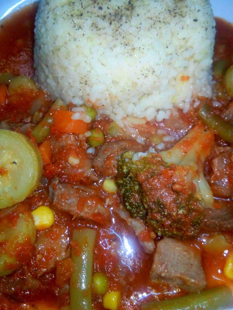طبخة خضار مشكلة بلحمة راس عصفور ملكة أطباق اللحوم