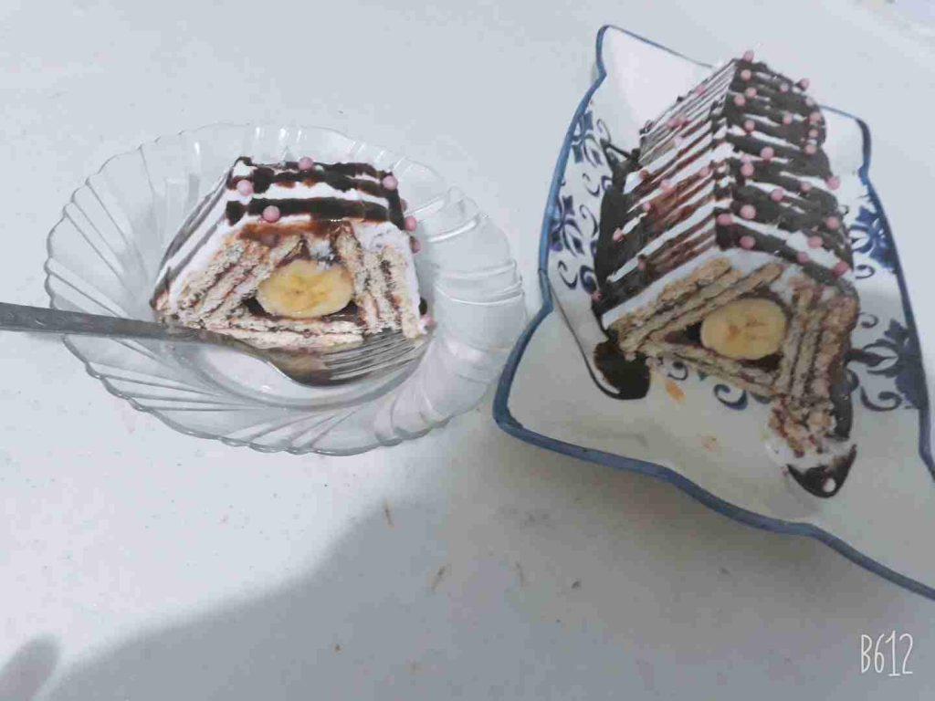 هرم البسكوت والموز ملكة الحلويات الباردة