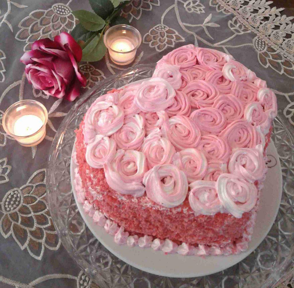 كيكة القلب♡ باللون الوردي على ذوق بناتي♡